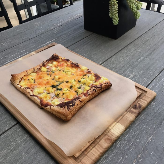 Pineapple cheddar pizza