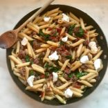 Penne with spinach, tomatoes and ground beef