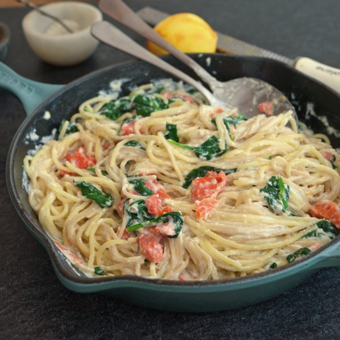 Linguini with salmon and spinach