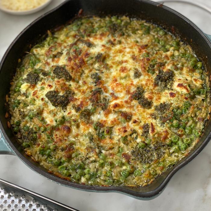 Orzo pesto pasta with peas and arugula
