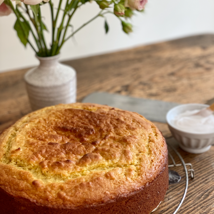 The most delicious and moist yogurt cake