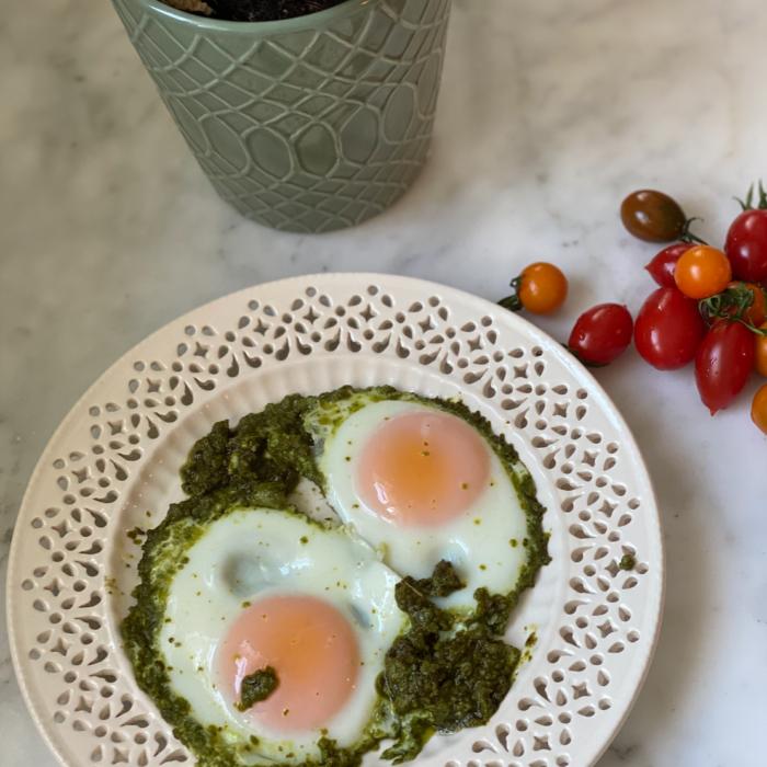 Pesto fried eggs